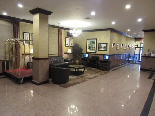 The lobby or reception area at Hotel Newton
