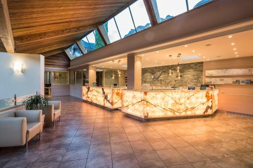 The lobby or reception area at Hotel Du Lac