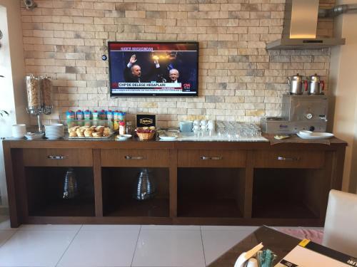 A kitchen or kitchenette at Enar Hotel