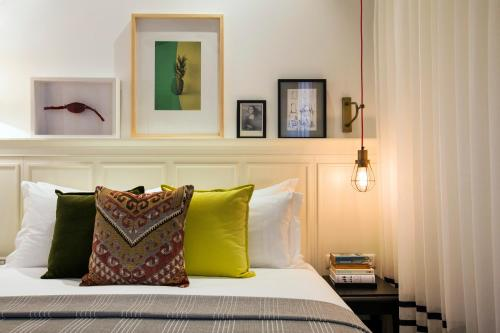 A bed or beds in a room at Market House- Local experience