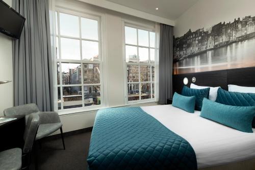 Een bed of bedden in een kamer bij Singel Hotel Amsterdam
