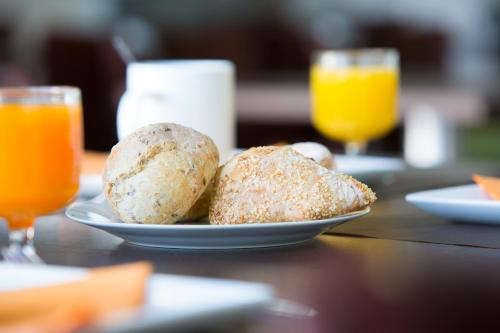 Breakfast options available to guests at All Suites Bordeaux Lac - Parc des Expositions