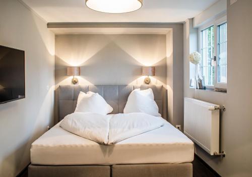 Ein Bett oder Betten in einem Zimmer der Unterkunft Landcafe mit Mini Hotel