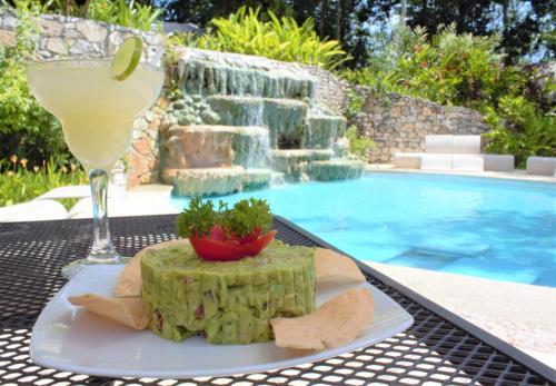Het zwembad bij of vlak bij Hotel la Aldea del Halach Huinic