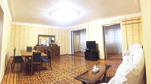 Uma área de estar em Icheri Sheher Apartment