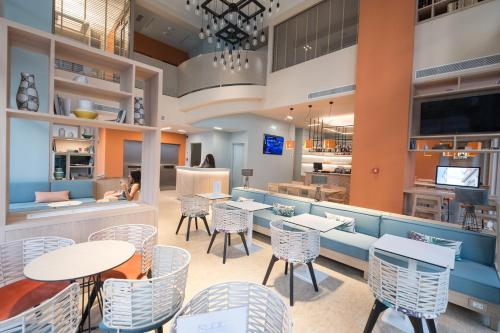 The lounge or bar area at Kubic Athens Smart Hotel