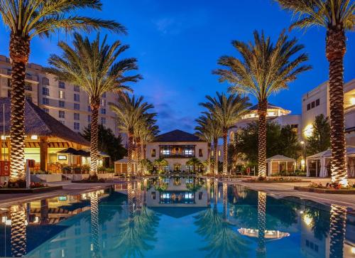 The swimming pool at or close to Gaylord Palms Resort & Convention Center