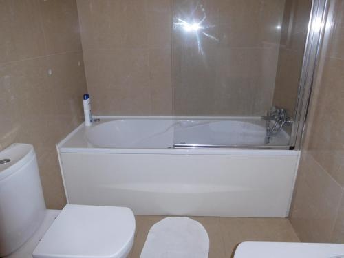 A bathroom at Casas Solar da Torre