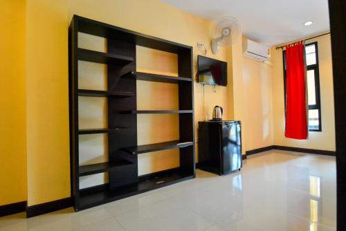 A television and/or entertainment center at Gecko Hotel