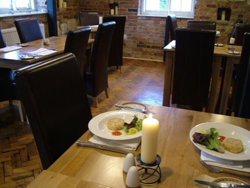 A restaurant or other place to eat at Parklands Hotel
