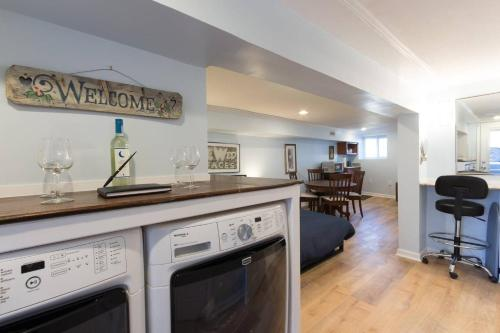 A kitchen or kitchenette at Fun DC apartment w/ parking designed just for you!