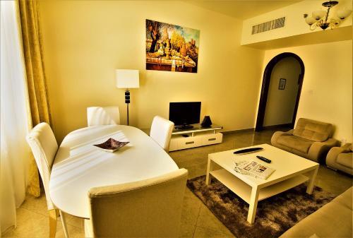 منطقة جلوس في أبوظبي بلازا للشقق الفندقية