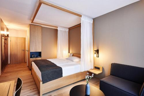 A bed or beds in a room at Hotel Zugbrücke Grenzau