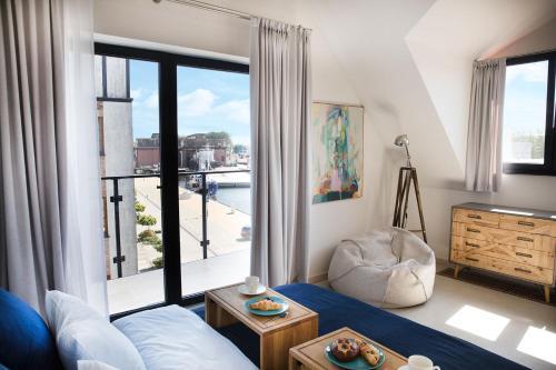Łóżko lub łóżka w pokoju w obiekcie Apartamenty Port Ustka