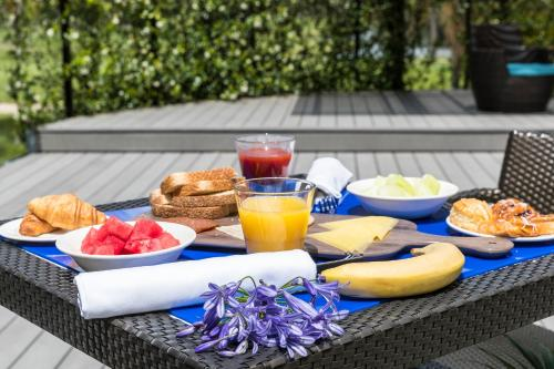 Breakfast options available to guests at Mercure Gold Coast Resort