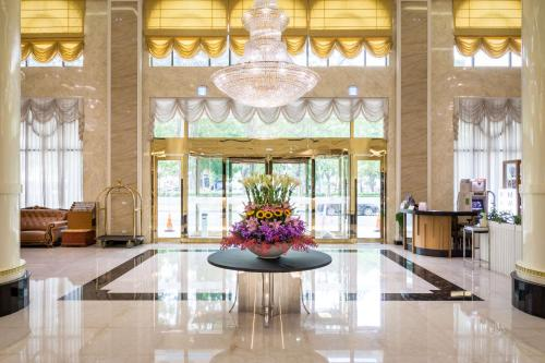 The lobby or reception area at Royal Chiayi Hotel