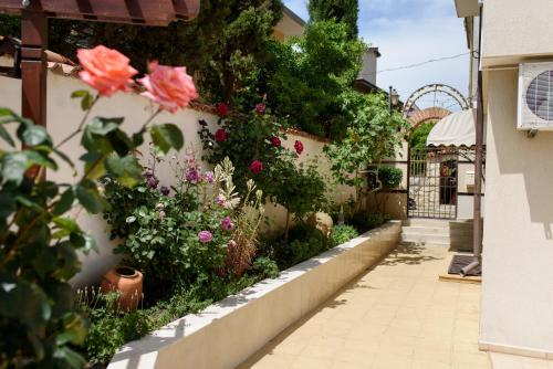 A balcony or terrace at Guest House Ianis Paradise