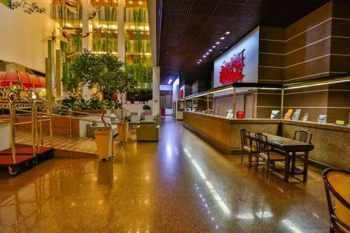 Um restaurante ou outro lugar para comer em Castro's Park Hotel