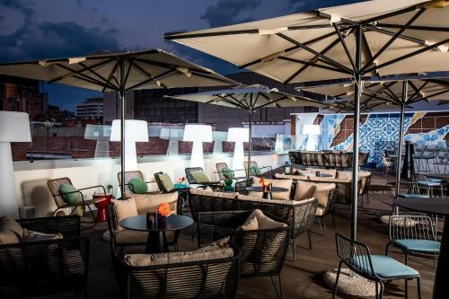 A restaurant or other place to eat at NYX Hotel Madrid by Leonardo Hotels