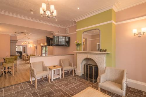 The lounge or bar area at Sure Hotel by Best Western Birmingham South