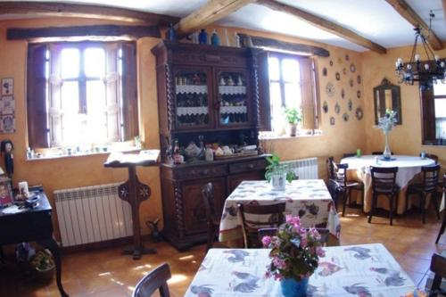 A restaurant or other place to eat at Hotel Rural La Veleta