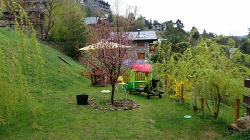 A garden outside Xalet Refugi Pere Carné