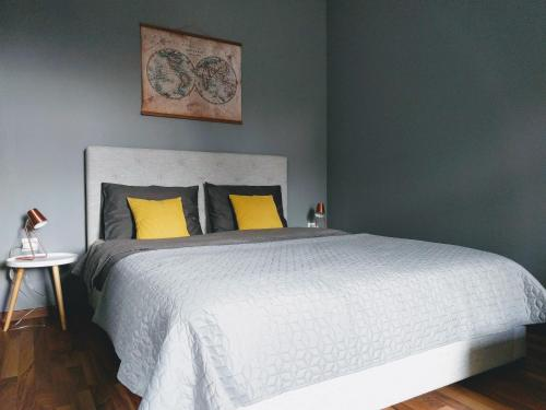 A bed or beds in a room at No. 2, Apartment House Oliver
