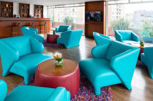 The lounge or bar area at Best Western Plus 93 Park Hotel