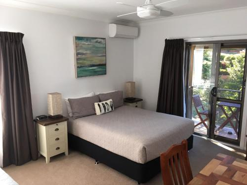 A bed or beds in a room at Riverside Rest Nambucca Heads