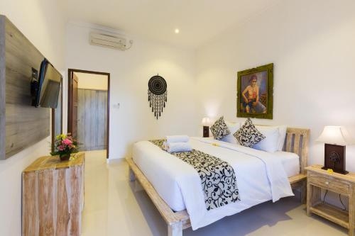 A bed or beds in a room at Amerta Seminyak