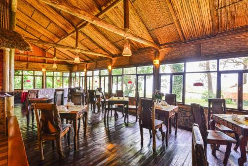 A restaurant or other place to eat at Serenada Eco Resort
