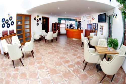 Zona de hol sau recepție la Hotel Nabucco