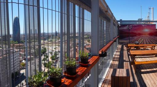 A balcony or terrace at Urbany Hostel Barcelona