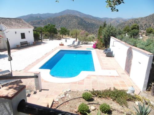 Vista de la piscina de Casa el Chorro o alrededores