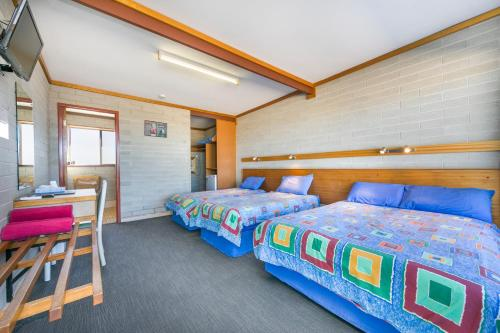 A bed or beds in a room at Nullarbor Roadhouse