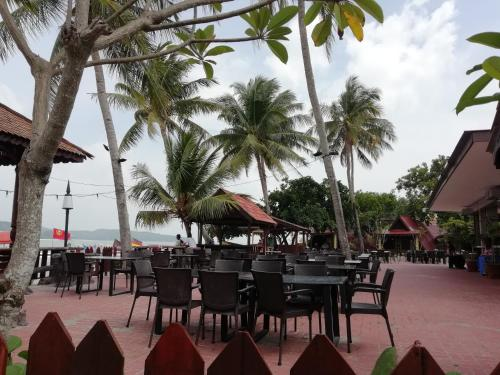 A restaurant or other place to eat at D' Cenang Inn