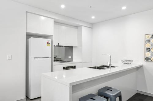 A kitchen or kitchenette at Corporate Apartments Wollongong