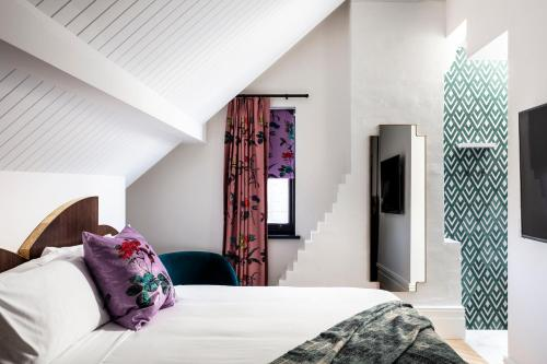 A bed or beds in a room at Little Albion, a Crystalbrook Collection Boutique Hotel