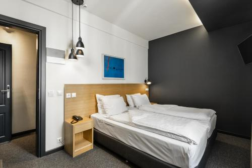 A bed or beds in a room at Park Hotel
