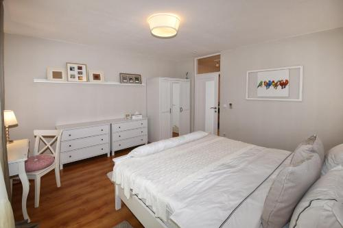 A bed or beds in a room at apartman Henne