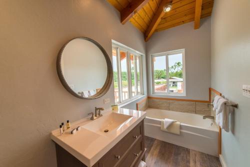 A bathroom at Hotel Molokai
