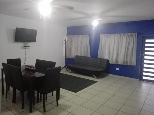 A seating area at MV Suites Suc. Capilla