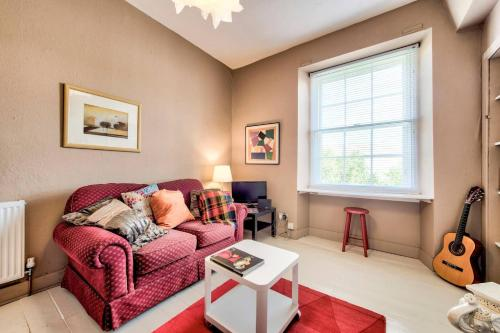 ALTIDO Charming Flat by Royal Mile with Garden and View
