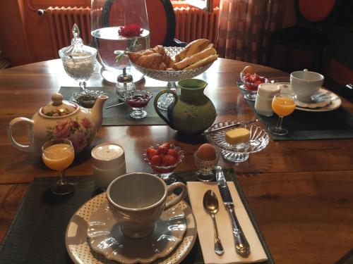 Breakfast options available to guests at Villa Chanelle
