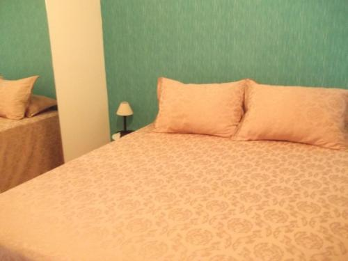 A bed or beds in a room at Quarto em Apartamento Sétubal