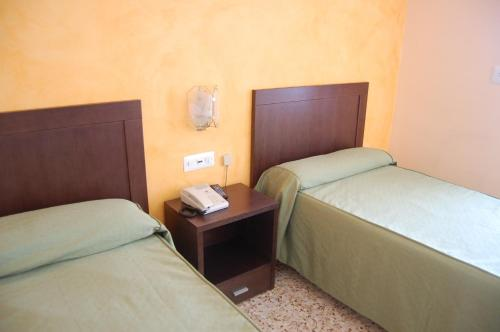 Cama o camas de una habitación en Hotel Balfagón
