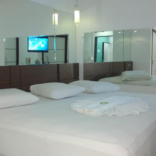 A bed or beds in a room at Ele e Ela Motel (Adult Only)