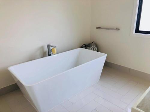 A bathroom at 3 Bedroom Executive Luxury Beachside Townhouse
