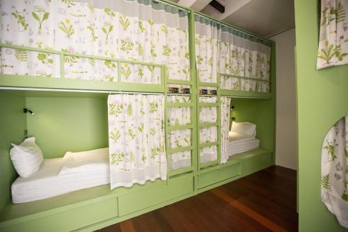 เตียงสองชั้นในห้องที่ Memmoth Hostel In Lampang