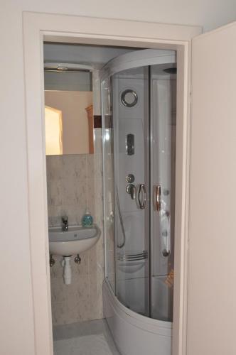 A bathroom at Sir David Balaton Castle B&B
